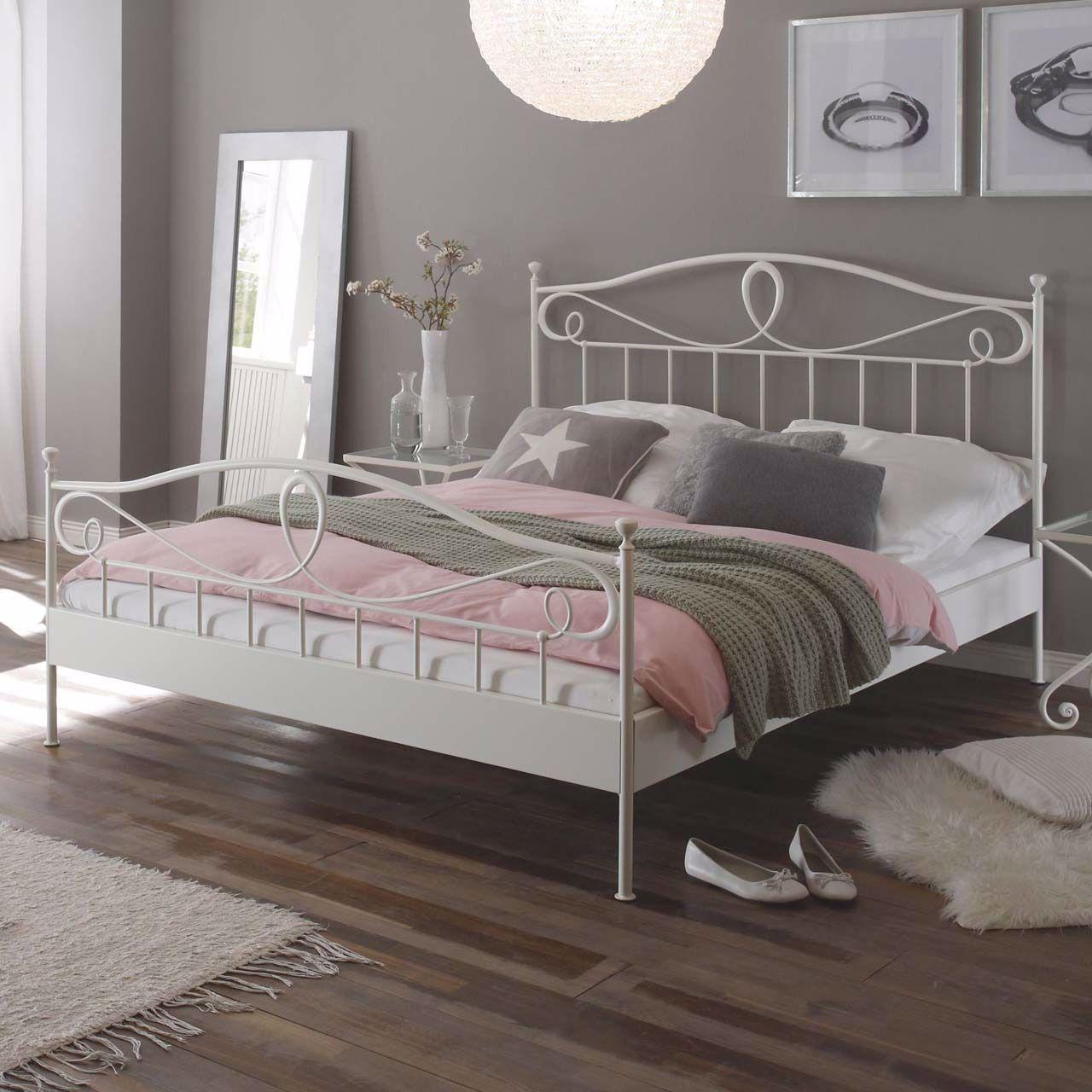 Das Hasena Bett aus der Hasena Romantic Linie überzeugt in