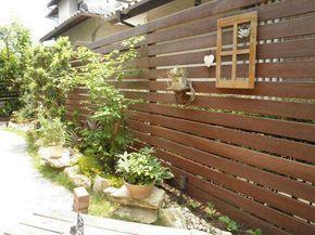 Diyで庭にウッドフェンスは作れる リフォーム業者に頼む 費用の比較 作り方 注意点とは 庭 エクステリア 庭 フェンス