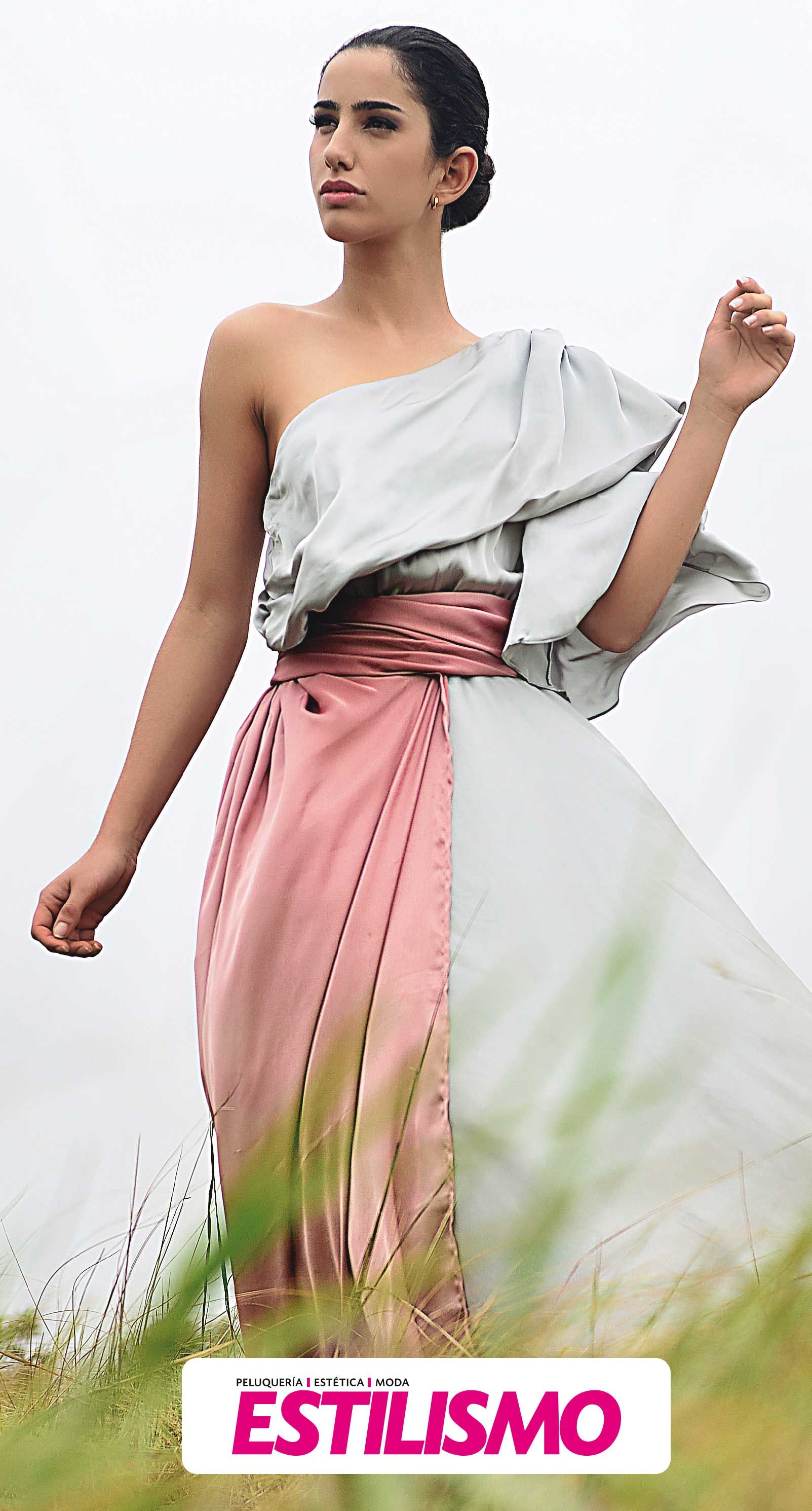 En esta página, la magnífica Lorena Pinto enseña un vestido de un ...