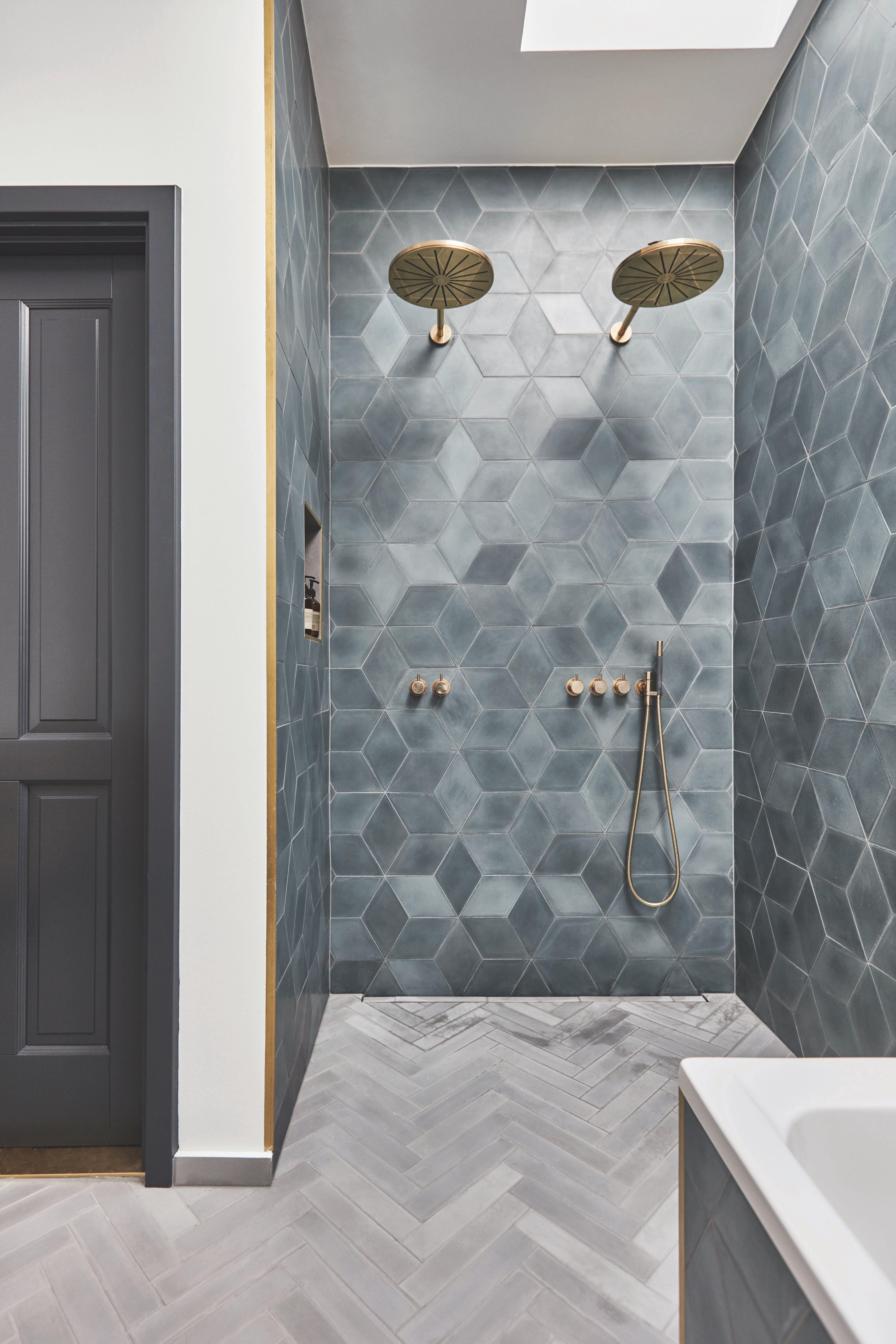 Se Lukas Grahams unikke badeværelser