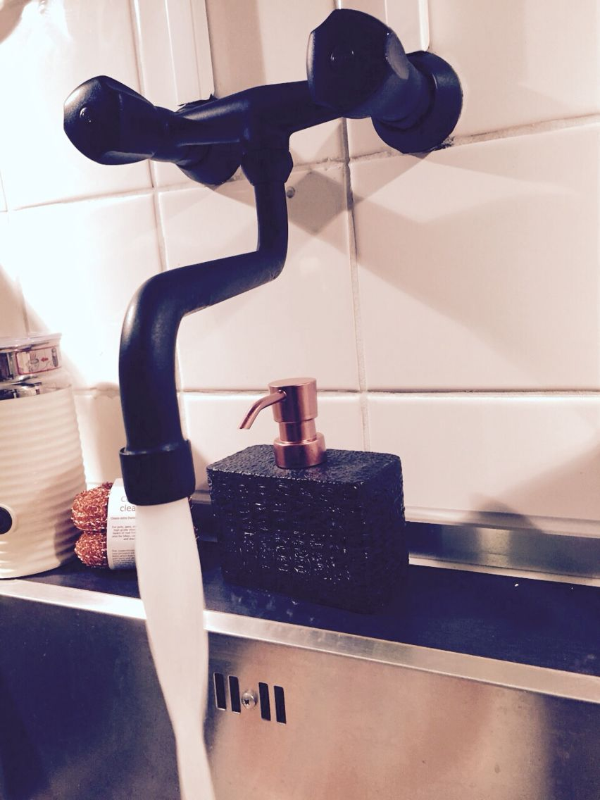 Black matte faucet in my kitchen - made by Raquez
