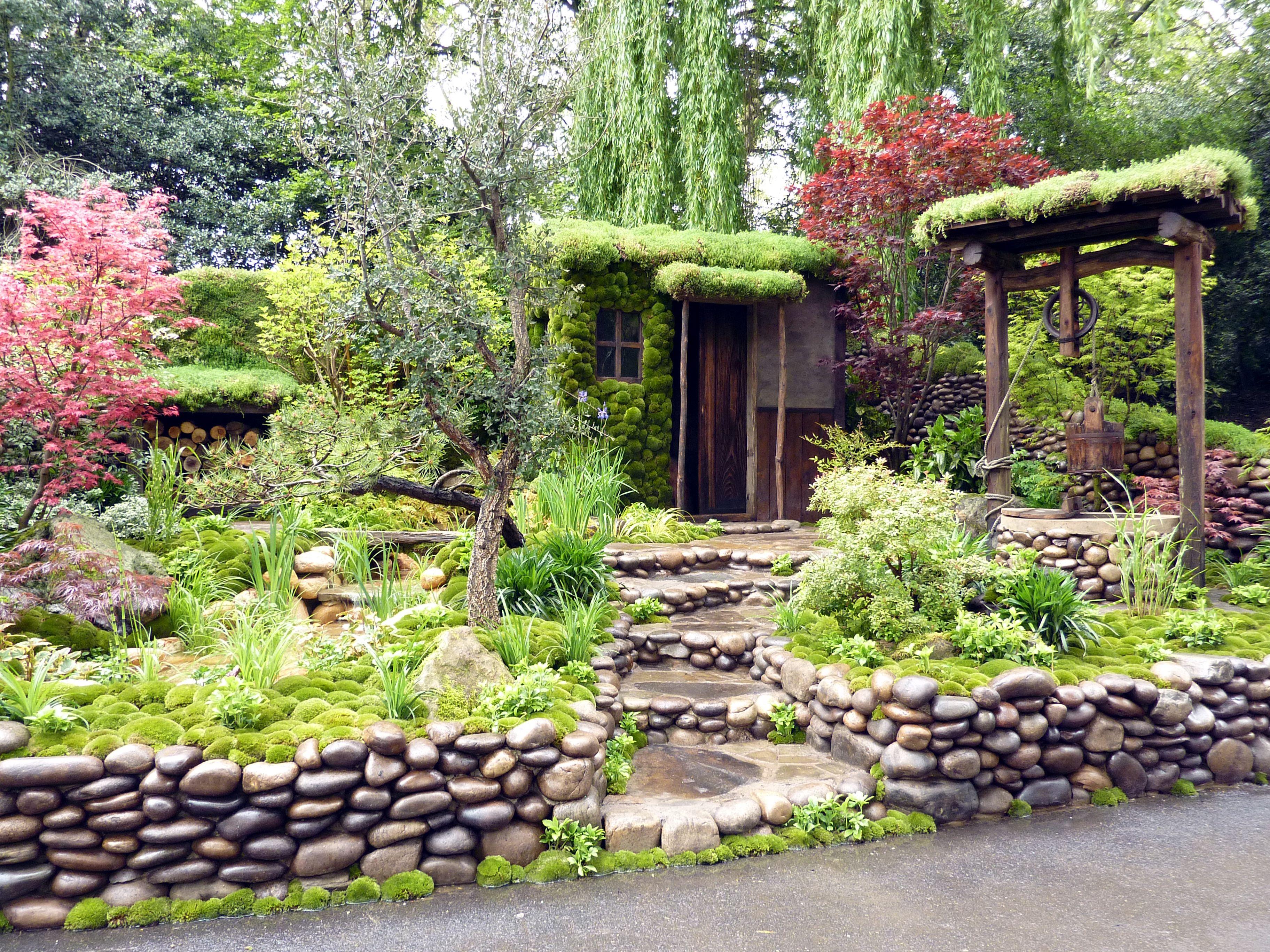 Flower garden with stone decoration   Moss garden   Pinterest   Moss ...