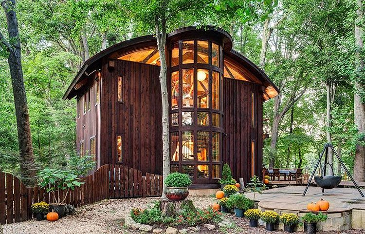 Perfect Vicco Von Voss, A Furniture Maker, Used Timber Frame Construction  Techniques And Trees On Site To Build His House In Centreville, Md. There  Are No Nails In ...