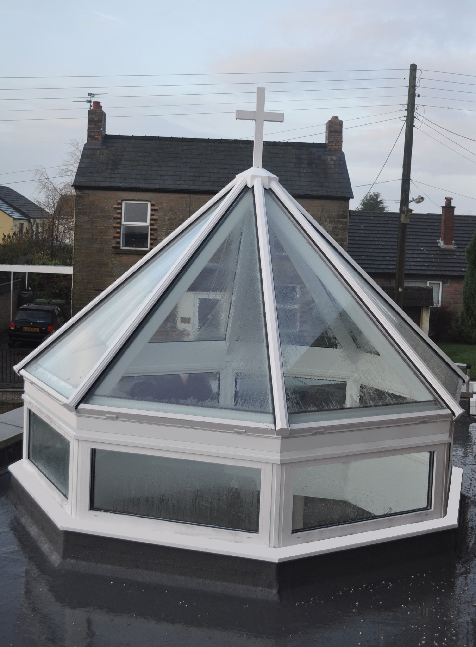 Www 4seasononline Co Uk Suppliers Of Bespoke Bifold Door Systems Rooflights Roof Lanterns And Skylights Roof Lantern Roof Light Skylight