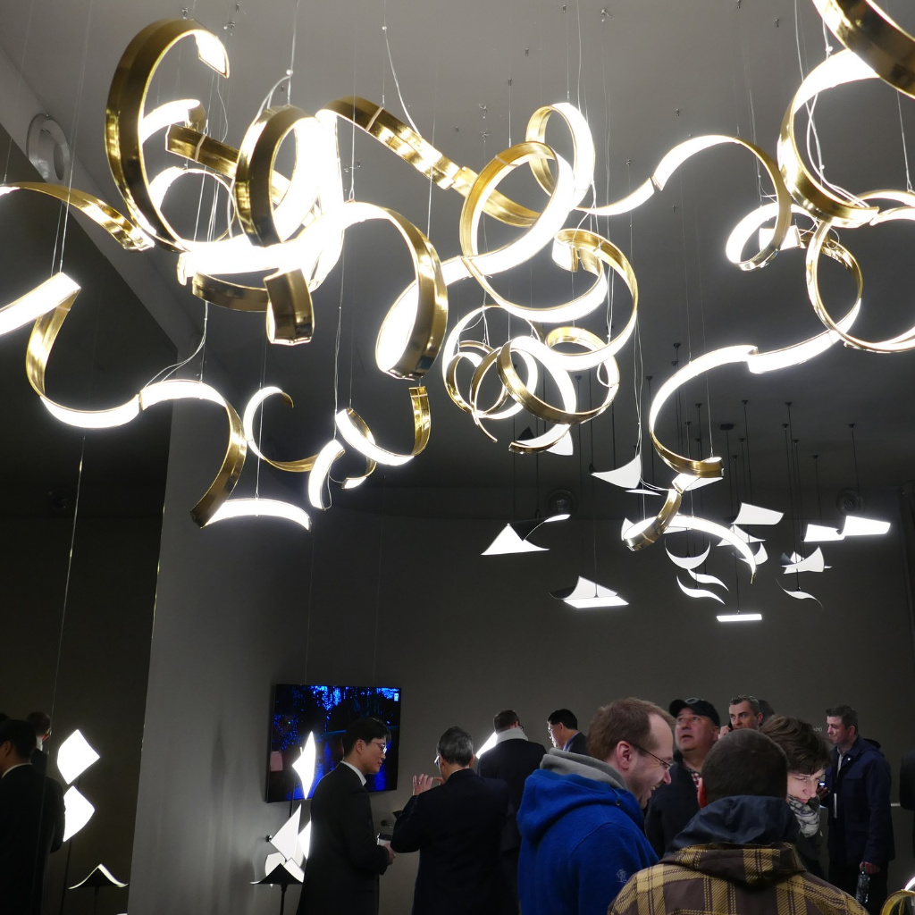 Lg Display Showed The Unique Capabilities Of Oled Lighting At Light Building Fair This Year Beleuchtung Messestand Schattenspiel