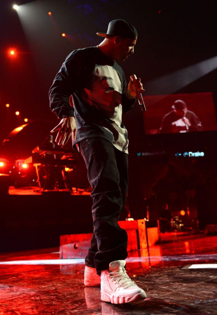 nike shox danse sneaker - Rapper Drake wear Jordan Brand one of the 25th anniversary of the ...