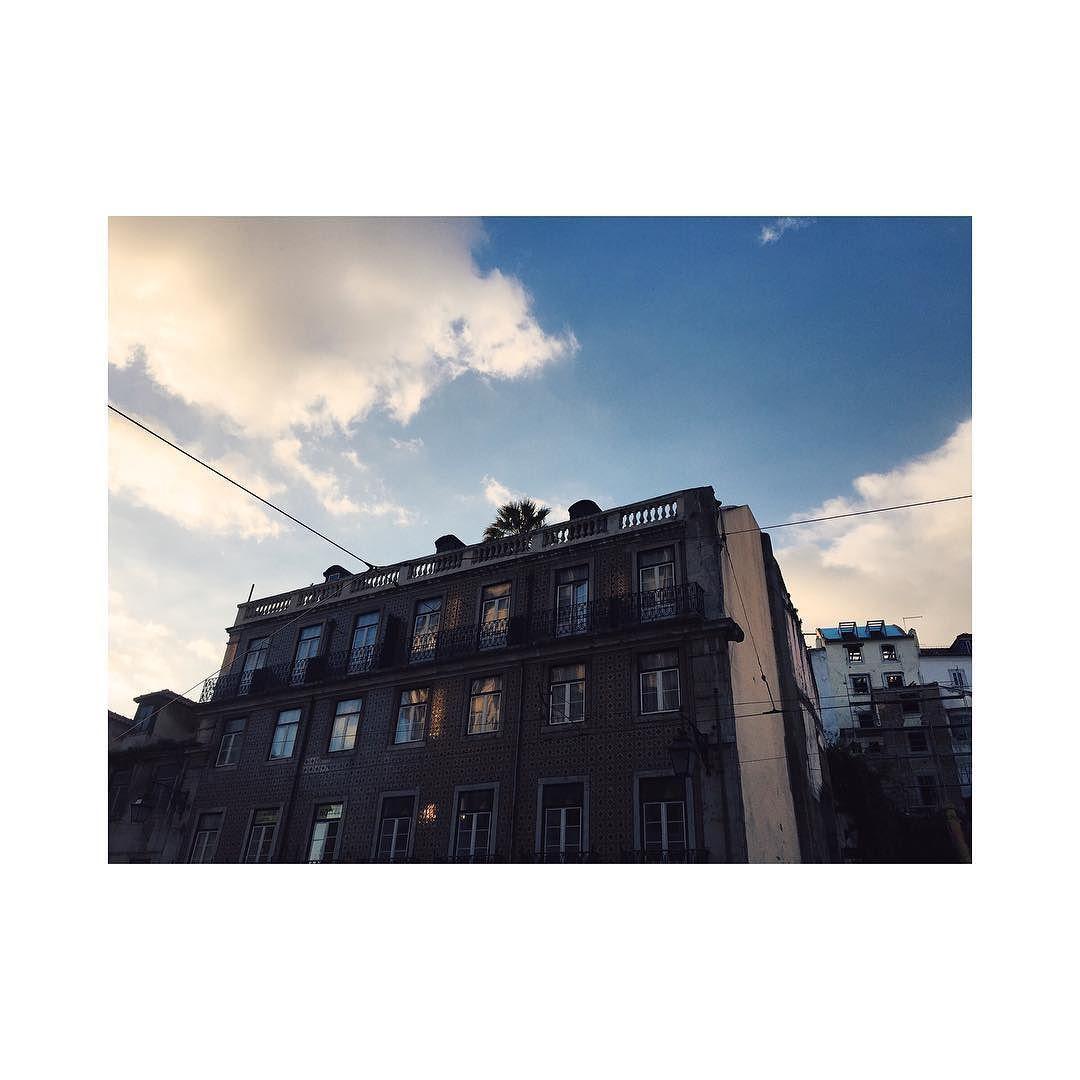 #flashback #lovely #adventure #explore #city #citytrip #cityview #portugal  #portland  #ilovethatcity #ilovethatcity #Trip #travel #ontheroad #ilovemyjob #whereisthesunincologen #citybreak #coo #holiday #holidays #VSCO #vscocam  #sky #pasteldenatas #vscocam #reflecio #vscogood #voscodaily #sun #happy #lucky