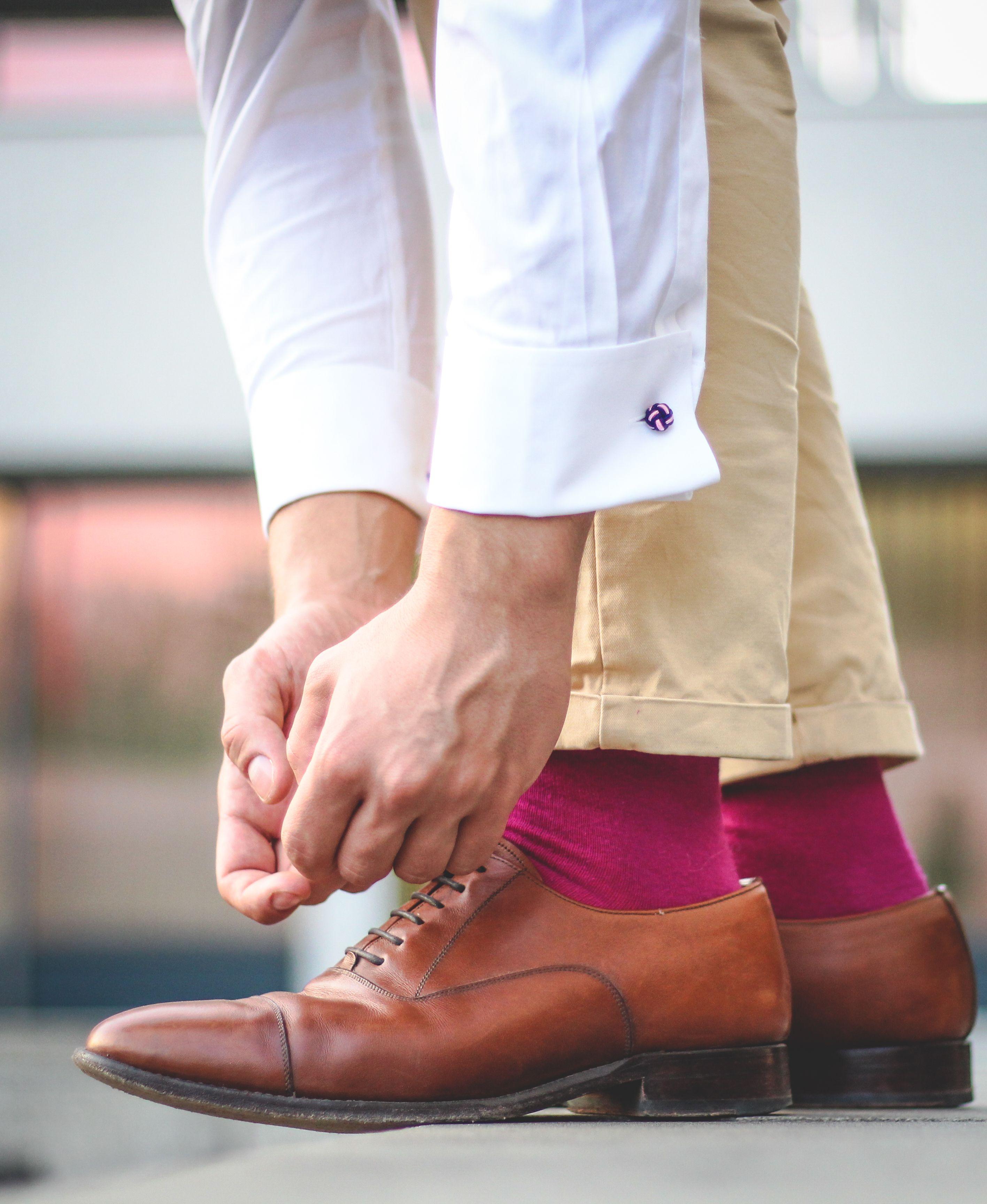 Herren Socken In Pink Zu Braunen Schuhen Bunte Socken Socken Herren Socken