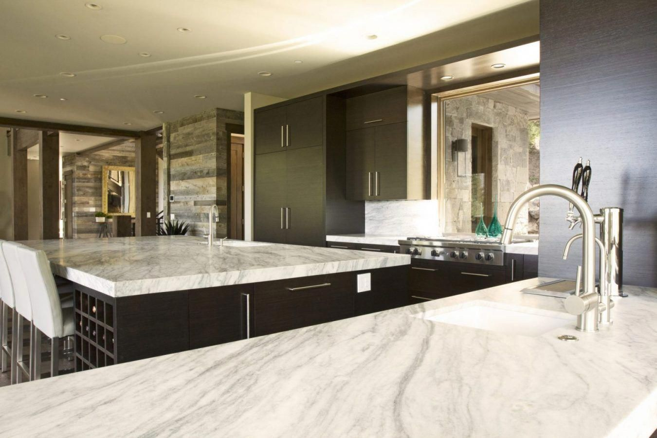 Perfect space for entertaining.   #teerlinkcabinet #kitchen #island #kitchenisland #luxuryhomes #kitchencabinets #kitchendesign #contemporarykitchen #contemporary #contemporarycabinets #utahhomes #parkcity #contemporybathroom