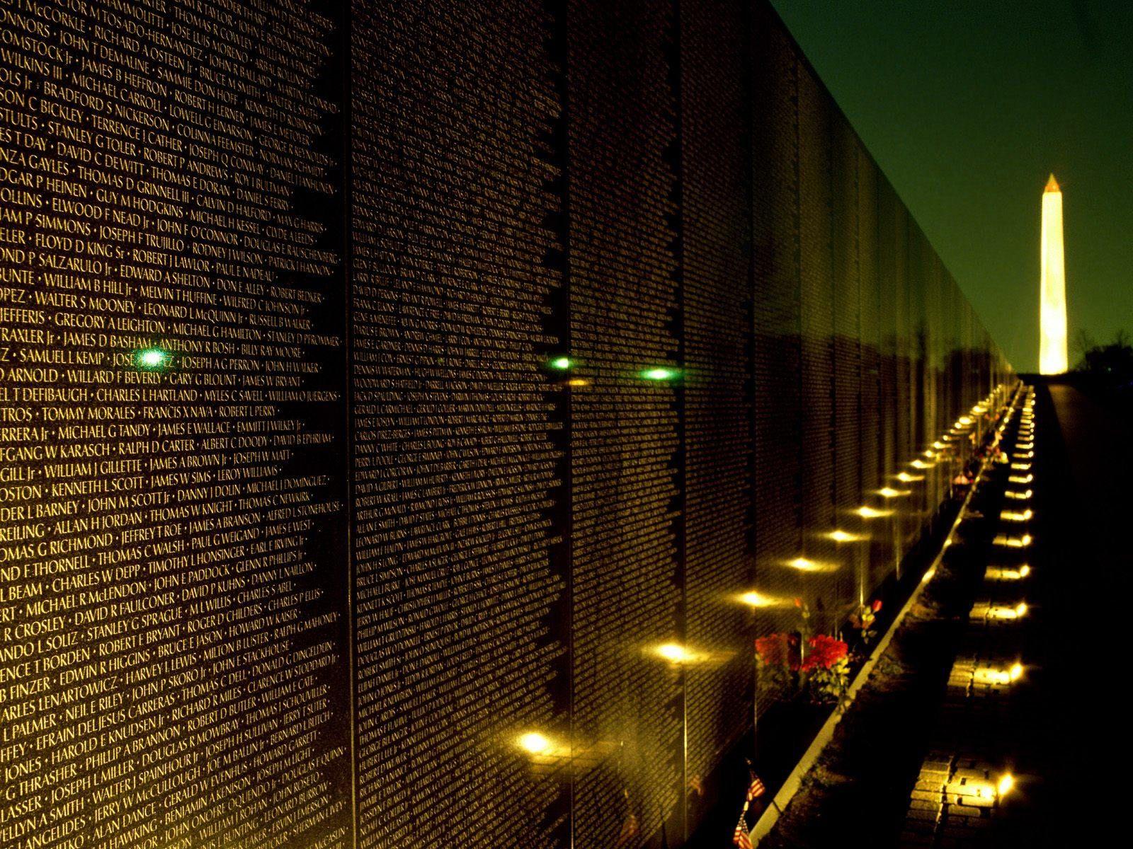 Vietnam Veterans Memorial At Night Washington Dc United States Vietnam Memorial Veteran Memorial Wall Vietnam Veterans
