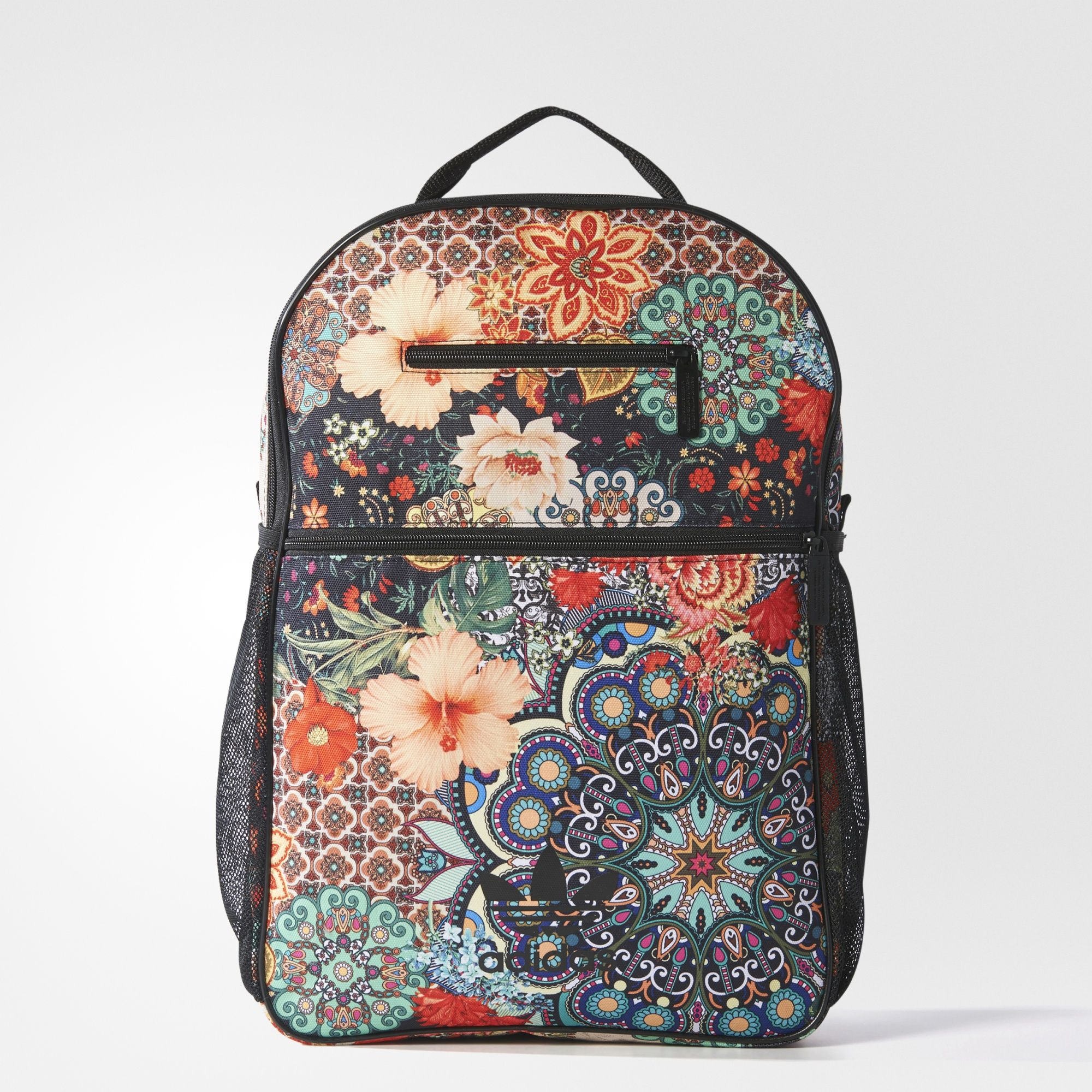 2c6431cb860d ... backpacks by Miranda Doyle. Äkta adidasstil med brasilianskt  streetmode. Denna ryggsäck är designad i samarbete med brasilianska The FARM