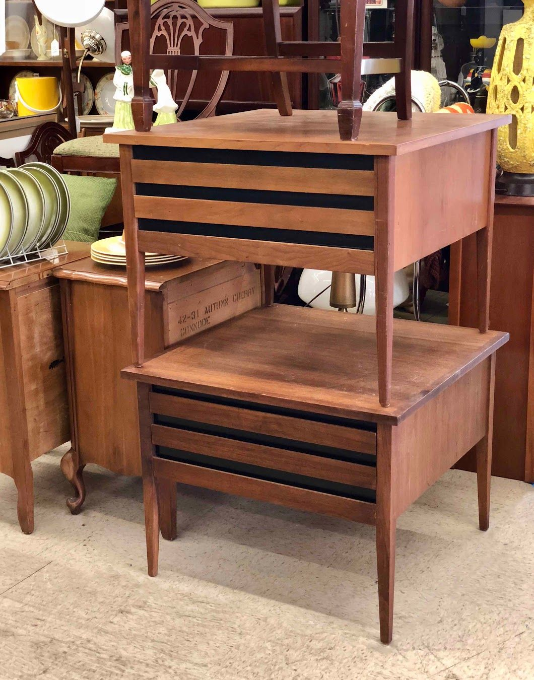 Pair Of Mid Century Modern Dillingham Esprit Large Walnut Side Tables 27 5