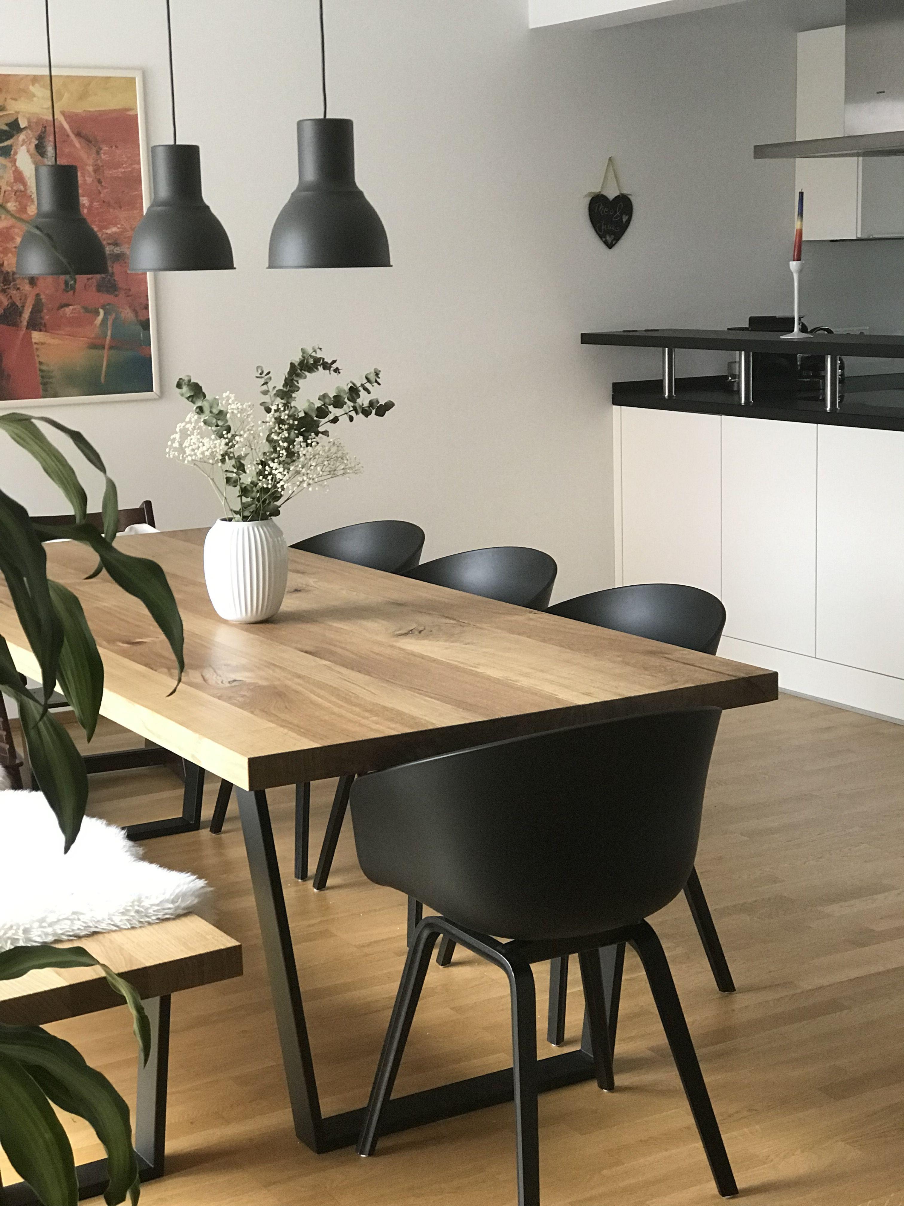 Esstisch Eiche mit dicker Platte, schwarze Tischfüße