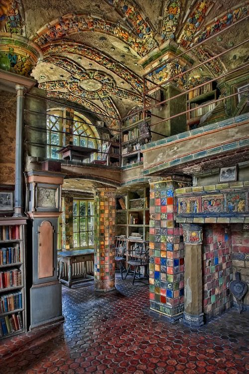 Fonthill Castle Library in Doylestown, Pennsylvania, USA --- Isn't this extraordinary?
