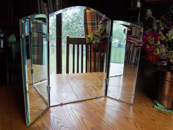 Tri fold free standing vanity table mirror vintage tri for Bathroom 3 way mirror