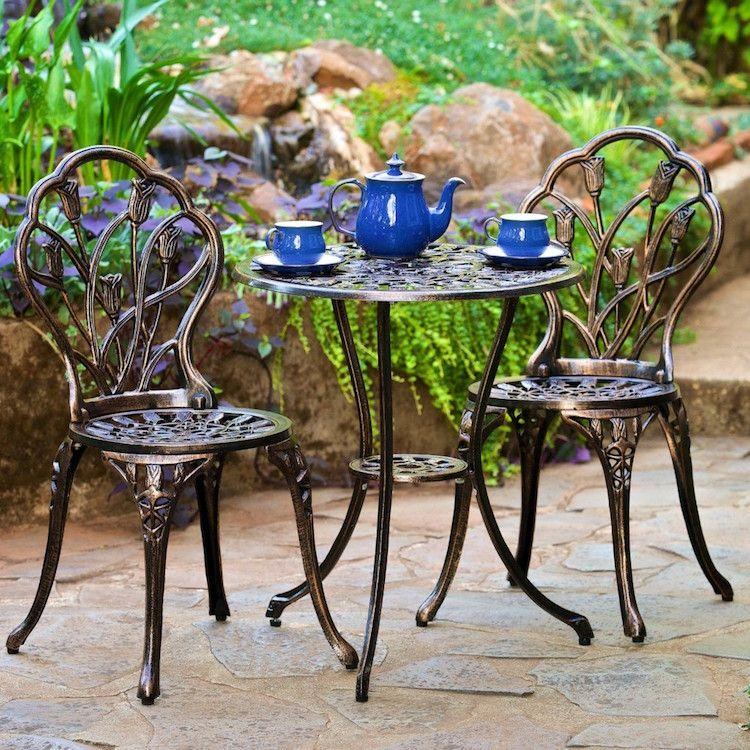 mobilier de jardin en fer forgé- table ronde et chaises bistrot à ...