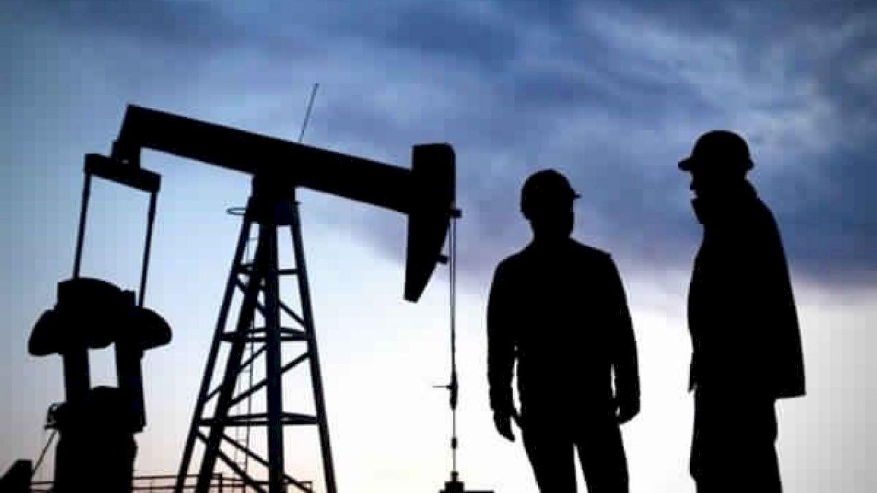 ما أصل كلمة بترول Petroleum Engineering School Of Engineering Oil And Gas