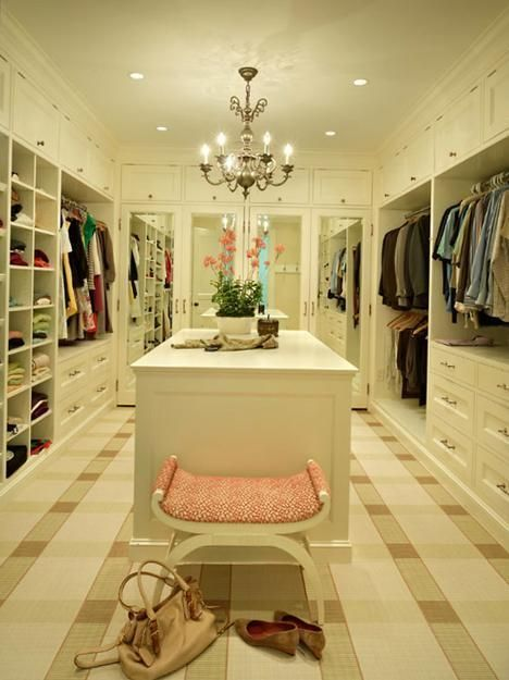33 walk in closet design ideas to find solace in master bedroom - Walk In Closet Designs For A Master Bedroom