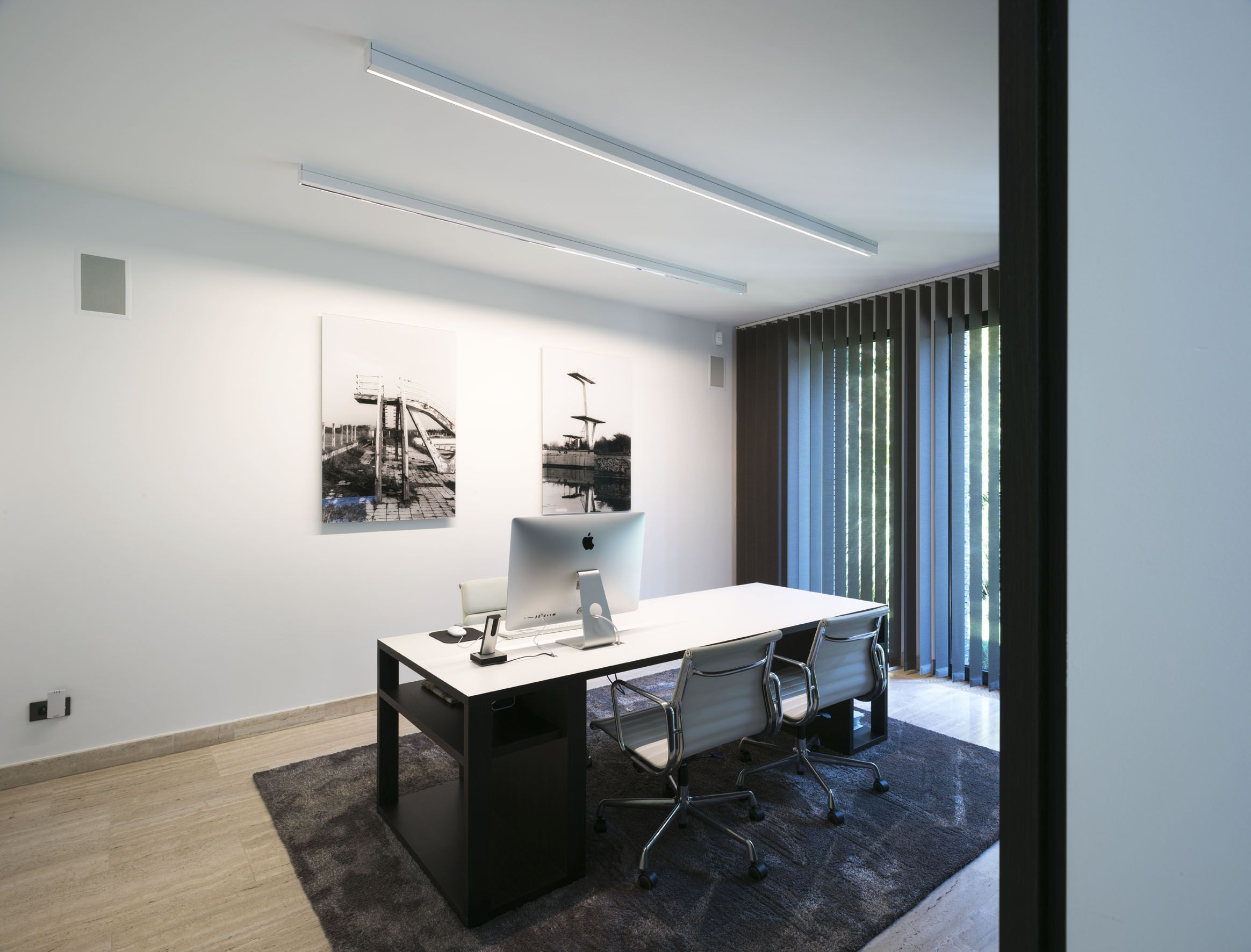 Modern Office With White Surface Mounted Led Profiles Downlight Wallwasher Home Office Inspiration Office Interiors
