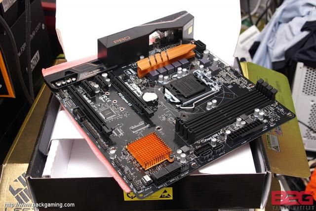 ASRock B150M Pro4 Motherboard Review part1