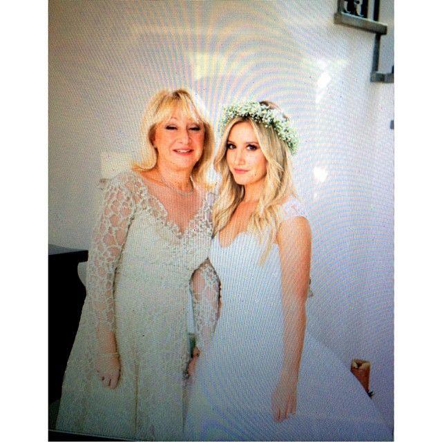 Ashley Tisdale With Her Mom Lisa Morris Celebrity Weddings Flower Girl Dresses Ashley Tisdale