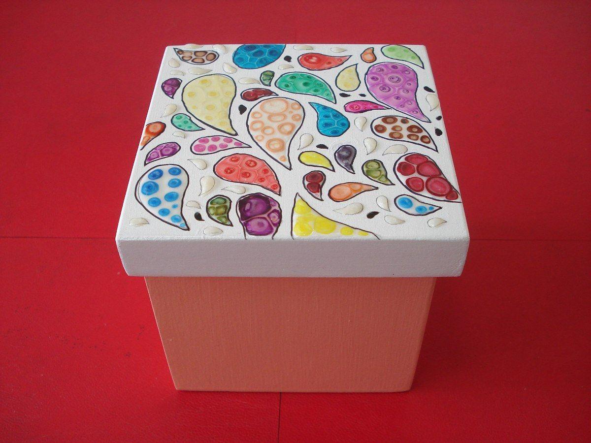 caja de madera pintada a mano decorada con