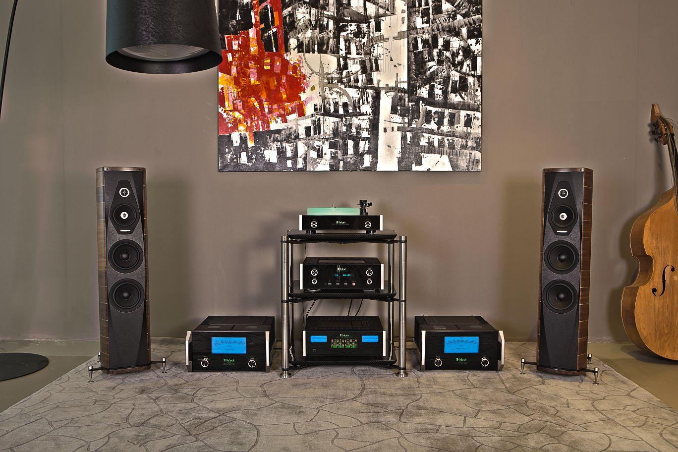 Revolution Line AEON with McIntosh and Sonus Faber #bassocontinuo #revolutionline #aeon #mcintosh #sonusfaber #audiorack #carbonfiber #madeinitaly #handmade #audiophile #luxury #design