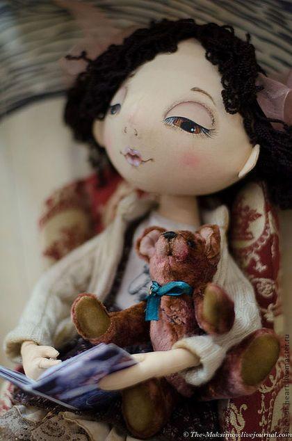 Купить или заказать февраль...зимние сказки в интернет-магазине на Ярмарке Мастеров. кукла из коллекции 'мой календарь' представленной на октябрьском салоне кукол на Тишинке февраль...когда за окном холодно и темно, так приятно забраться с любимой книжкой в уютное кресло и читать своему мишке волшебные сказки... работа в единственном экземпляре, нашла хозяйку на…