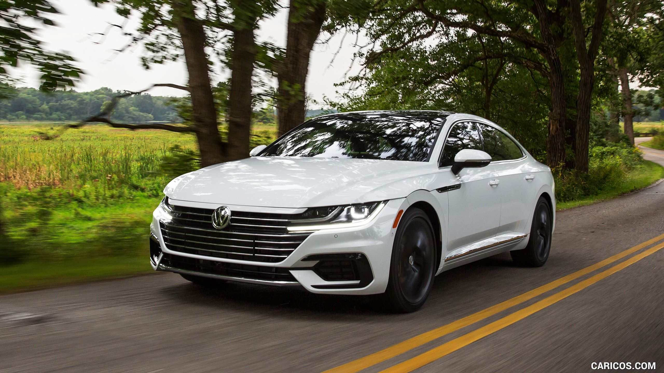 2019 Volkswagen Arteon R-Line (US-Spec) – Front Three-Quarter HD