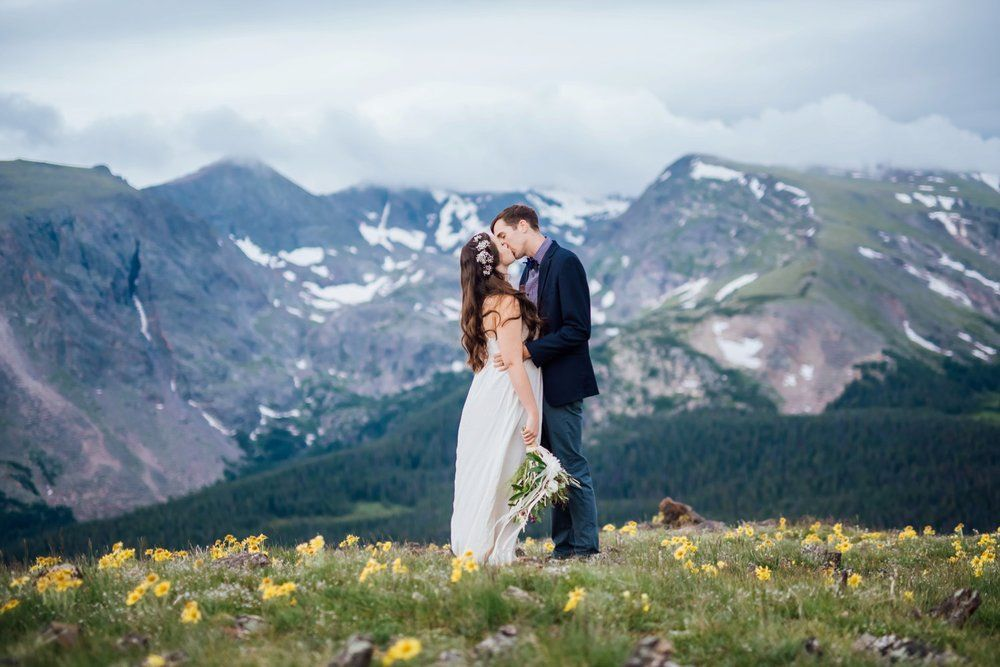 This Field Of Flowers In The Mountains Is Beautiful Perfect Mountain Wedding Photo By Mad Mae Photography