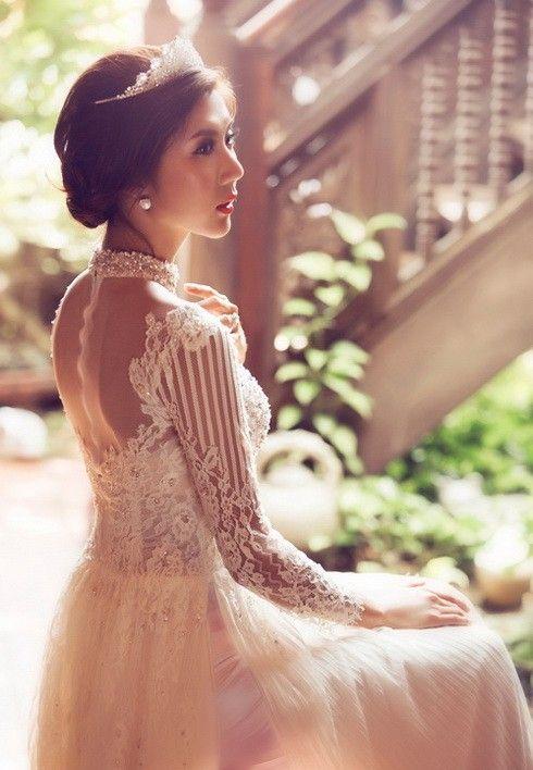 Ngọc Quyên đẹp như trong tranh với áo dài cưới