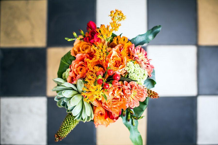 Bruidsboeket Oranje, bruiloft Nijmegen #bruidsfotografie, #bruidsfotograaf Dario Endara