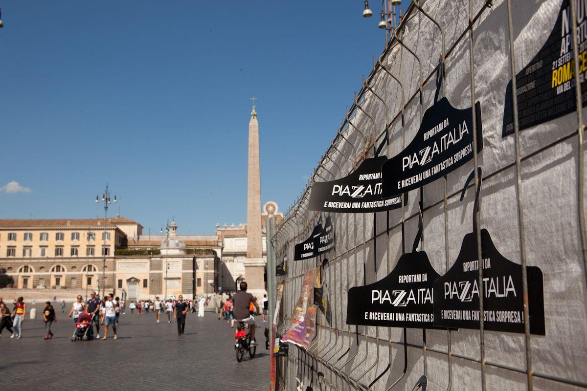 Guerrilla per l'apertura store Piazza Italia in via del corso Roma settembre 2013