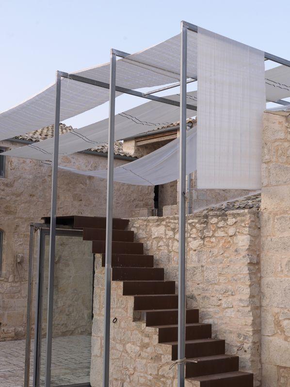 Arturo montanelli recupera la masseria storica le edicole coperture pinterest scale - Scale ingresso esterno ...