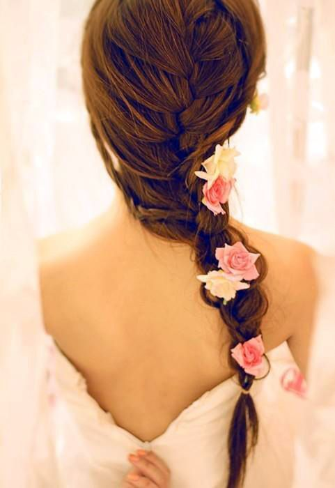 """This hairstyle would just be perfect for a wedding, especially because of the flowers. Still, it's a losse braid which makes the look a little bit casual, and therefore would this hairstyle be suitable for everyday """"use"""" as well"""