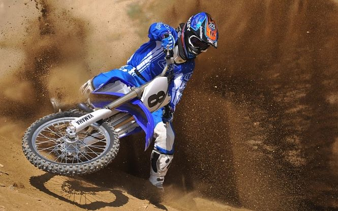 Yamaha YZ450F Dirt Bike In Blue On The Track