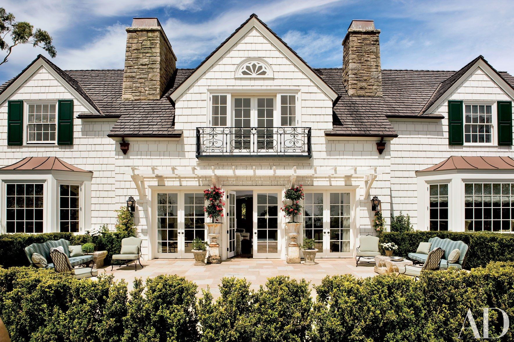 Beautiful white houses that suit any style exterior for Beautiful exterior house paint colors