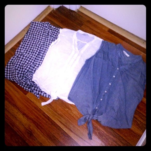 Bundle of 3 Old Navy Sleeveless Waist Tie Shirts Bundle of 3 Old Navy Sleeveless Waist Tie Shirts. Each only worn once and in excellent condition! Perfect for spring and summer! Open to offers! Old Navy Tops Tank Tops