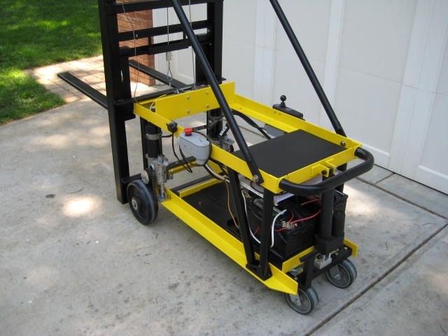 Electric Forklift By Robert62 Here Is My Homemade Electric Forklift It Runs On Two 12v Car Batteries The Lift Capacity Forklift Electricity Homemade Tools