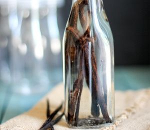 DIY Vanilla Extract! Perfect for gifting!