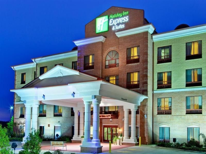 Clinton (MS) Holiday Inn Express Hotel & Suites Clinton United States, North America Set in a prime location of Clinton (MS), Holiday Inn Express Hotel & Suites Clinton puts everything the city has to offer just outside your doorstep. The hotel offers a high standard of service and amenities to suit the individual needs of all travelers. Free Wi-Fi in all rooms, 24-hour front desk, facilities for disabled guests, express check-in/check-out, newspapers are on the list of things...