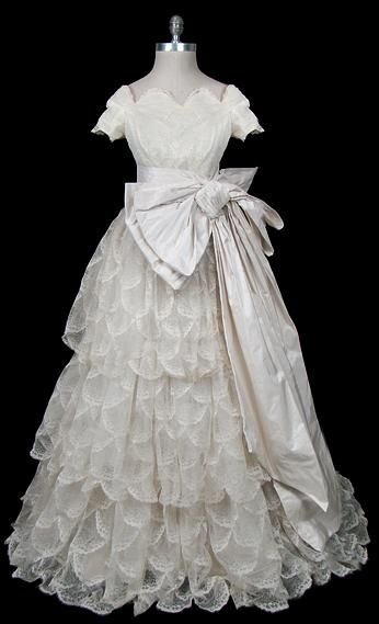 Pierre Balmain 1950s Haute Couture Wedding Gown Made From Scalloped Lace And Silk Taffeta With Wide Portrai Vintage Gowns Wedding Gowns Vintage Vintage Dresses