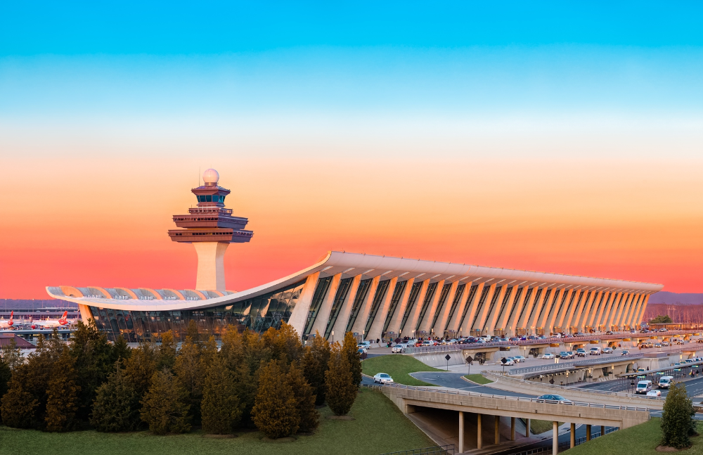 Which Priority Pass Lounge In Washington Dulles Is Best Live And Let S Fly Dulles International Airport American Architecture Iconic Buildings