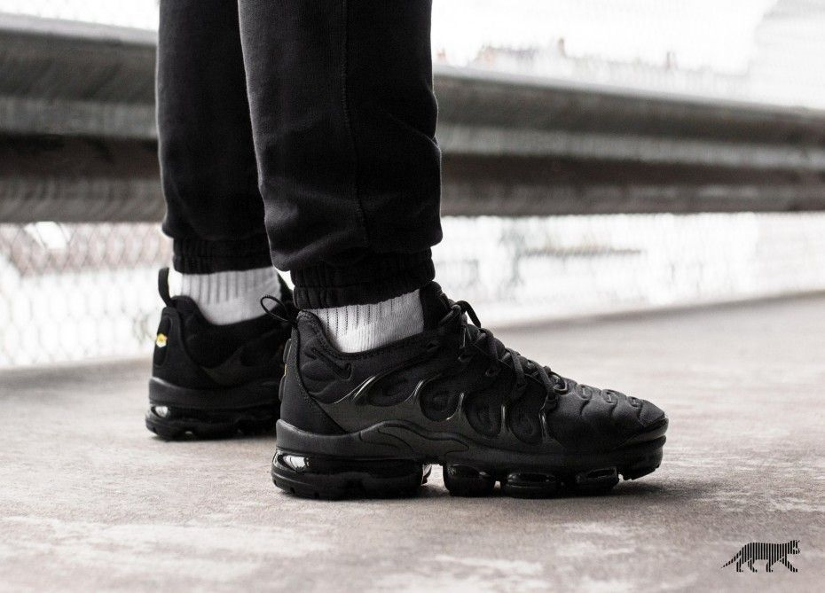 e977d041798 Nike Air VaporMax Plus Triple Black Le Site de la Sneaker