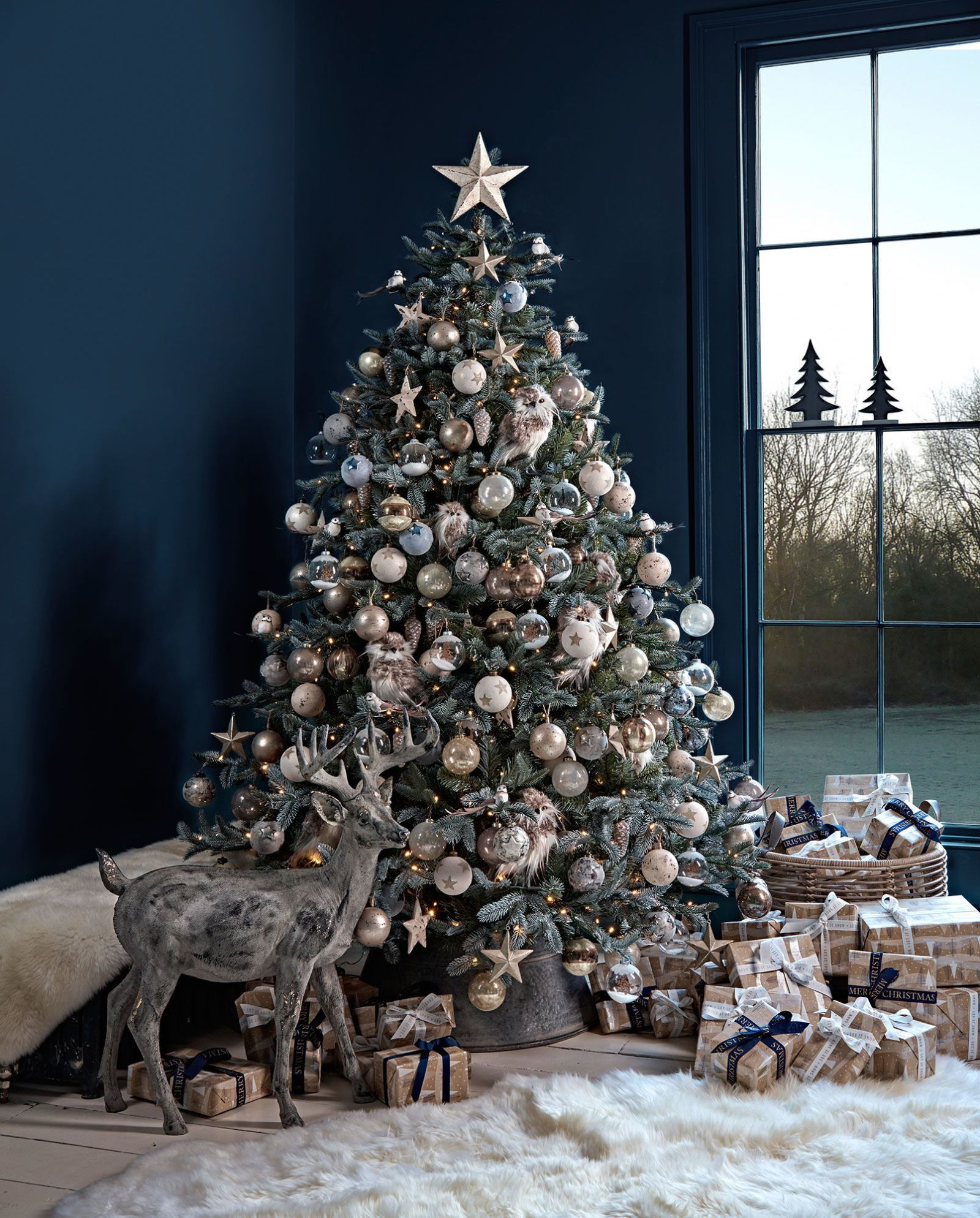 3 Of The Best Christmas Decorating Trends For 2019 According To Our Editors Christmas Decor Trends Christmas Tree Themes Christmas Decorations