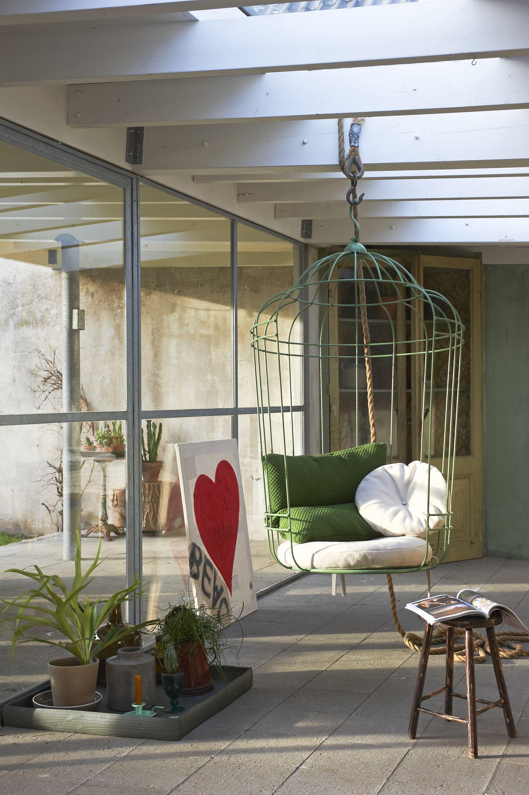 Hangstoel Met Parasol.Met Een Hangstoel Geef Je Het Interieur Een Speelse Twist Verzamel