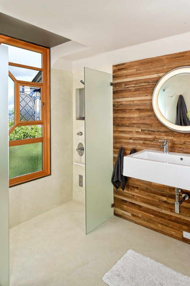 badezimmer ohne fliesen gestalten rustikale wandverkleidung aus recyceltem holz - Bad Rustikal Gestalten