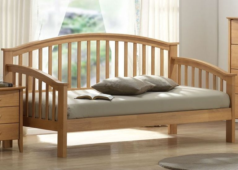 A Simple Wooden Daybed I Wish Daybed Design Wood Daybed Wooden Daybed
