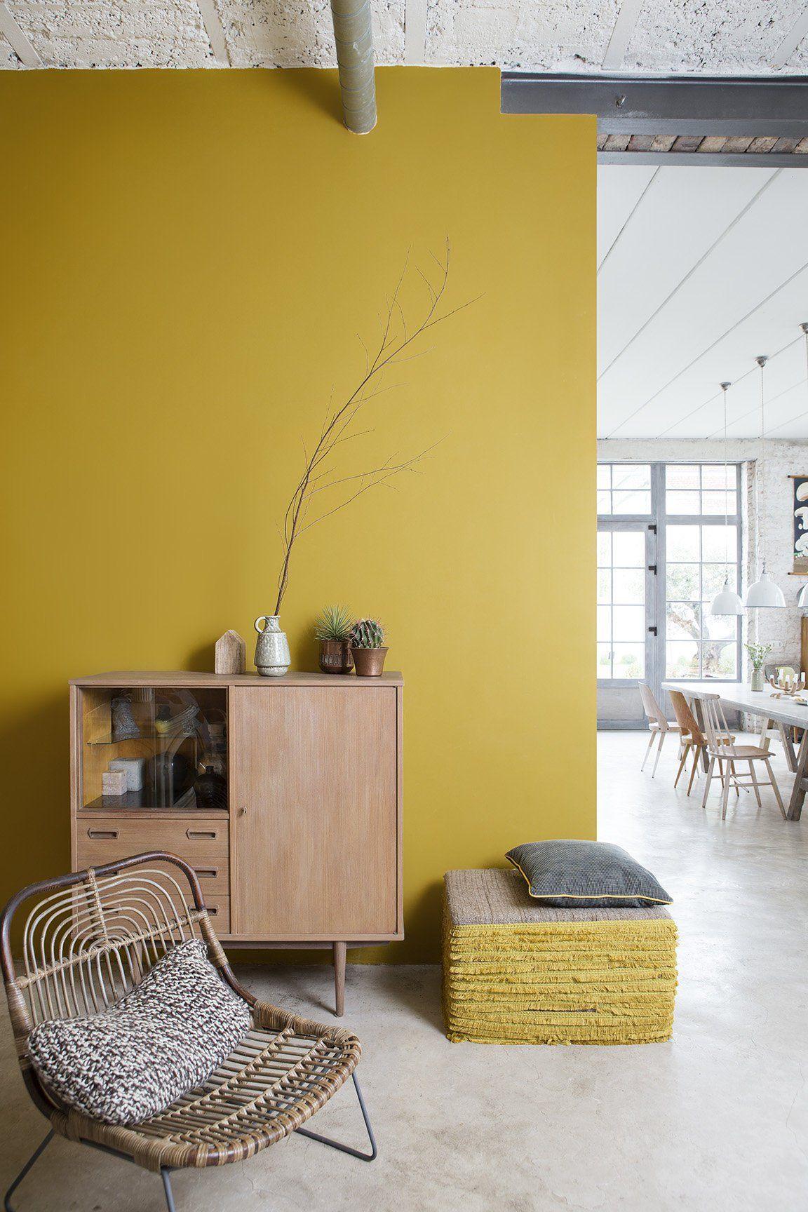 Duo De Couleurs Déco la couleur jaune moutarde et le bois clair forment un duo de