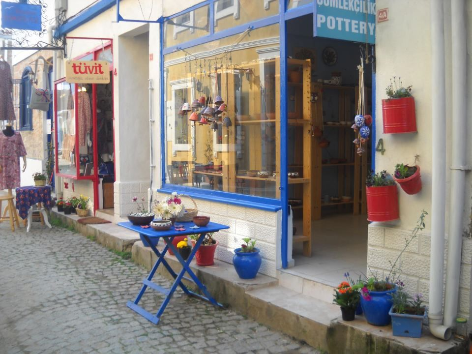 A pottery studio in heart of the old town of Ayvalik. Hand made and wheel thrown objects made with love and passion.